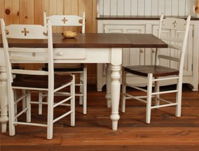 table-with-drop-leaf
