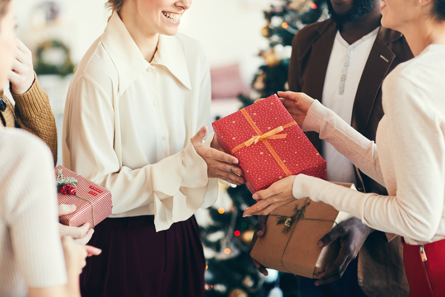 Cropped portrait of elegant young people exchanging gifts